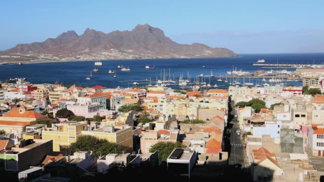 vídeos y material grabado en eventos de stock de ws view over port city / mindelo, cape verde - cabo verde