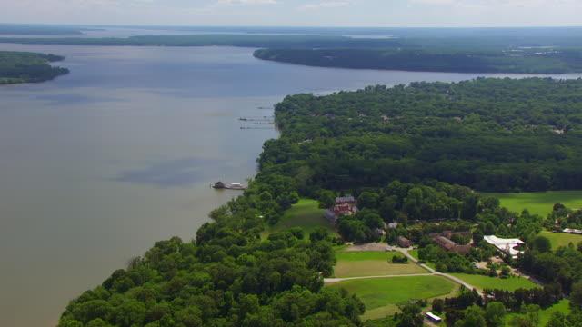 ws zi aerial pov view over potomac river and mount vernon / fairfax county, virginia, united states - バージニア州マウントヴァーノン点の映像素材/bロール