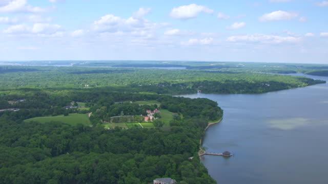 ws aerial pov view over potomac river and mount vernon / fairfax county, virginia, united states - バージニア州マウントヴァーノン点の映像素材/bロール