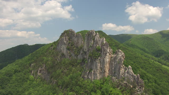 WS AERIAL View over rocky ridge at Seneca Rocks in Pendleton County / West Virginia, United States
