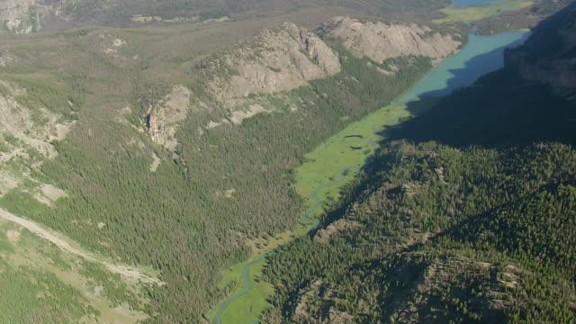 vidéos et rushes de ws aerial td view over scott lake / wyoming, united states - fucus