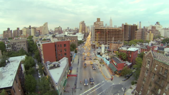 stockvideo's en b-roll-footage met ws aerial view over seventh avenue at dusk / new york, united states - stadsweg