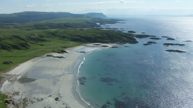 vidéos et rushes de ws aerial ds view over south coast with idyllic beach and remote farm houses and village by sea / isle or island of mull, argyll and bute, scotland - mull
