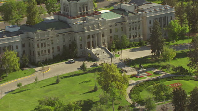 vídeos y material grabado en eventos de stock de ms aerial td view over state capitol, helena with state capitol building and cu montana 2012 in flowers front lawn / helena, montana, united states - montana