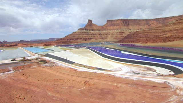 stockvideo's en b-roll-footage met ws aerial view over tailing ponds at intrepid potash mine / moab, utah, united states - moab utah