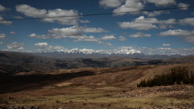 a view over the landscape towards ausangate during the annual qoyllur rit'i festival on may 29 2018 in ocongate peru every year since 1783 in the... - peruviano video stock e b–roll