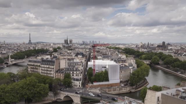 view over the rooftops of paris and the ile saint louis. - saint louis bildbanksvideor och videomaterial från bakom kulisserna