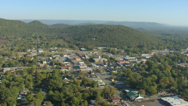 stockvideo's en b-roll-footage met ws aerial view over town buildings nestled in rolling forested landscape / scottsboro, alabama, united states - alabama