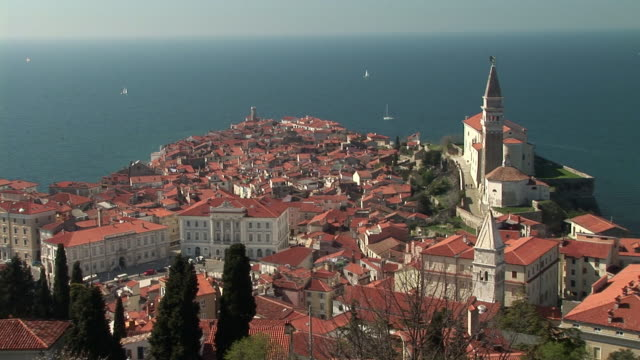 HA WS View over town, Tartinijev Trg Square and Church of Sv. Jurij along Adriatic Sea coast / Piran, Slovenia