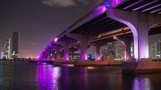 stockvideo's en b-roll-footage met view the colourful miami bridge usa - macarthur causeway bridge