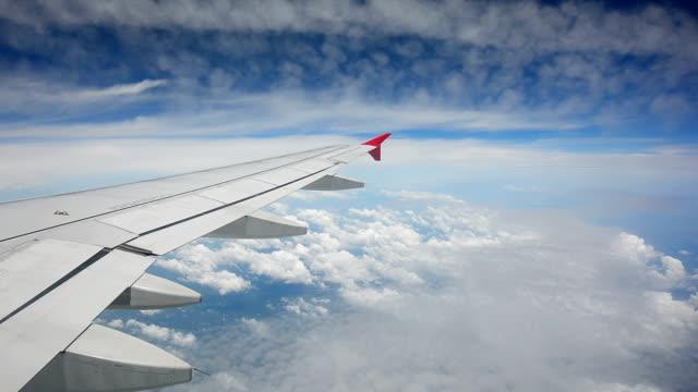 vidéos et rushes de vue à travers l'avion fenêtre - hublot