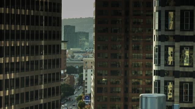vídeos de stock, filmes e b-roll de view through downtown office towers - câmara parada