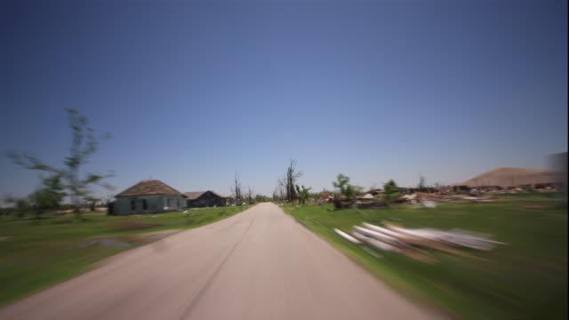 vídeos de stock e filmes b-roll de ws t/l pov view through tornado damaged houses / picher, oklahoma, usa - rasto de movimento