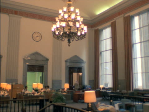 vídeos y material grabado en eventos de stock de view through window of street signs at corner of wall street and broadway zoom out and pan inside luxurious trading room of the bank of montreal /... - 1982