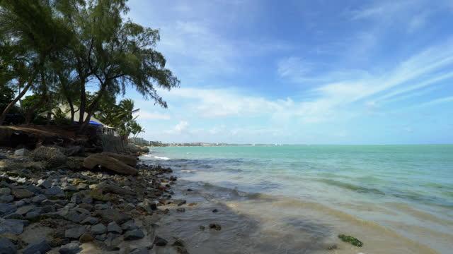 stockvideo's en b-roll-footage met mening aan het strand van maceio, alagoas, brazilië - sunny