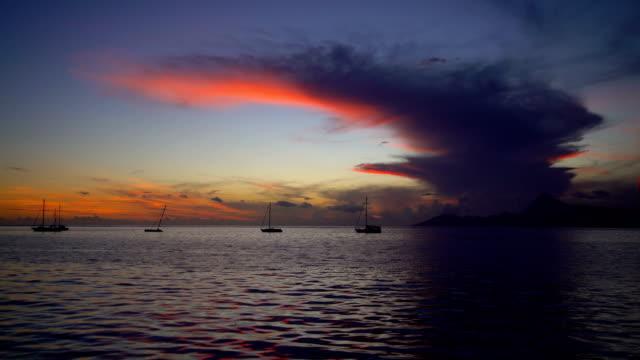 view to moorea from tahiti at sunset pacific - ポリネシア人点の映像素材/bロール