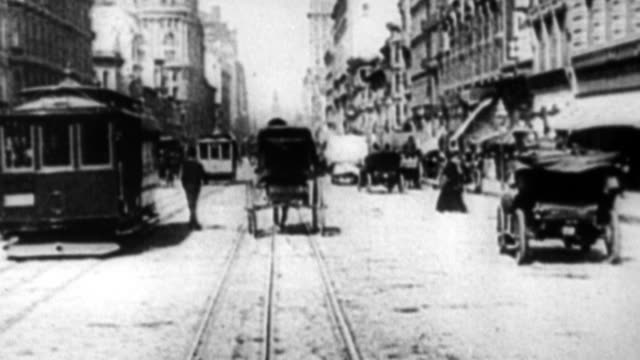 view traveling down market street days before the san francisco earthquake and fire / early motorcars, horse and buggy, pedestrians and people on... - 1900~1909年点の映像素材/bロール