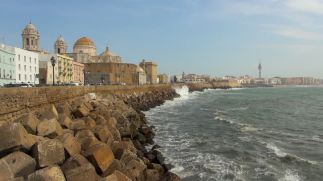 view where the ocean and the city meets of cadiz - cádiz stock videos and b-roll footage