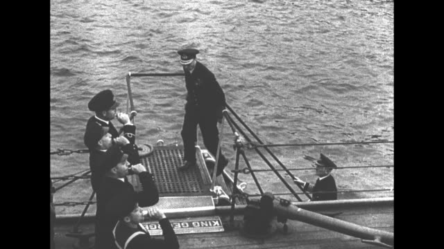 vidéos et rushes de viewed from deck of warship small royal navy boat carrying king george vi approaches / front view of naval guns on battleship / in royal navy uniform... - royal navy