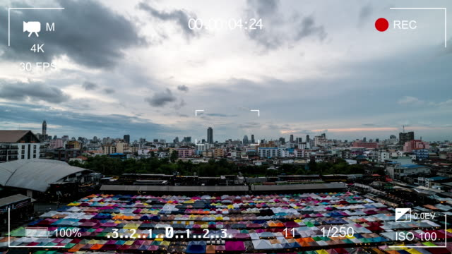 Zoeker digitale videocamera met Bangkok uitzicht