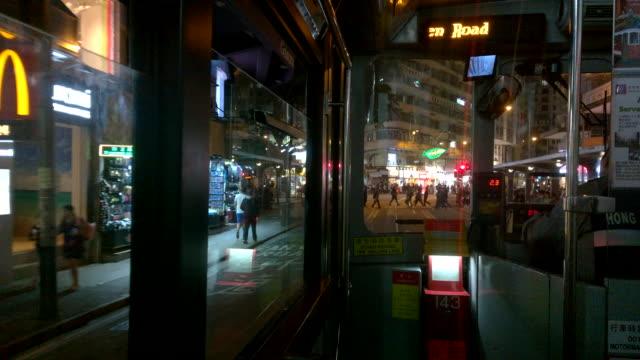 stockvideo's en b-roll-footage met vanuit de binnenkant van een tram, hong kong nacht straatbeeld bekijken - hongkong eiland