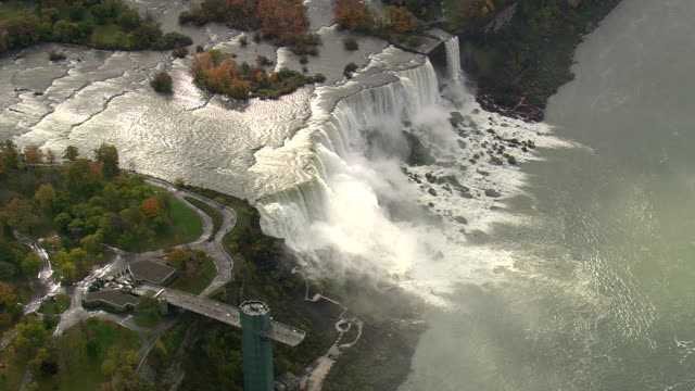 viewing platform in niagara falls state park - fluss niagara river stock-videos und b-roll-filmmaterial