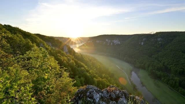 viewpoint eichfelsen at sunrise, oberes donautal, beuron, irndorf, swabian alb, swabian jura, baden-württemberg, germany - バーデン・ビュルテンベルク州点の映像素材/bロール