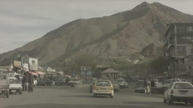 vídeos y material grabado en eventos de stock de viewpoint from moving vehicle - kabul
