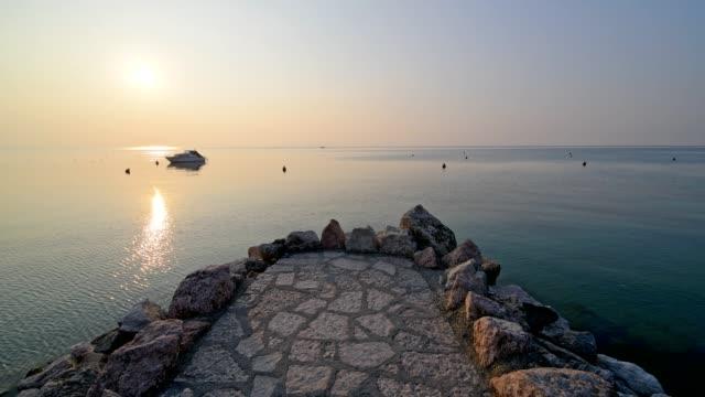 viewpoint on lake garda at sunset, lazise, verona, lake garda, lago di garda, veneto, italy - lago stock videos & royalty-free footage