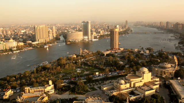 vídeos y material grabado en eventos de stock de ha ws pan viewpoint over nile river & city at sunset/ cairo/ egypt - egipto