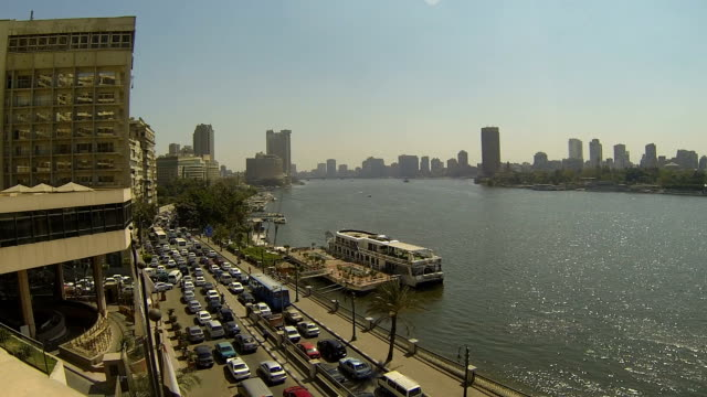 stockvideo's en b-roll-footage met ha viewpoint over nile river & city/ cairo/ egypt - caïro