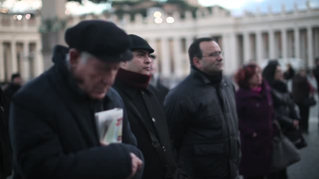 stockvideo's en b-roll-footage met views around vatican city as the catholic church elects new pope francisthe inauguration mass of pope francis the first ever latin american pontiff... - sint pietersplein