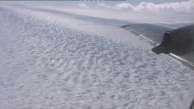 views from a research plane flying over western antarctica in 2004 - antarctica research stock videos & royalty-free footage