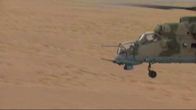 views from a russian military helicopter taking off and landing in deir ez-zor, syria - ryssland bildbanksvideor och videomaterial från bakom kulisserna