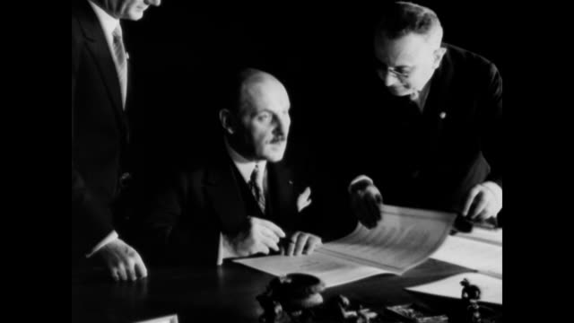 vídeos de stock, filmes e b-roll de / views in the palazzo venezia as premier mussolini and the ambassadors of england, france and germany affix their names to a peace treaty / signers... - 1933