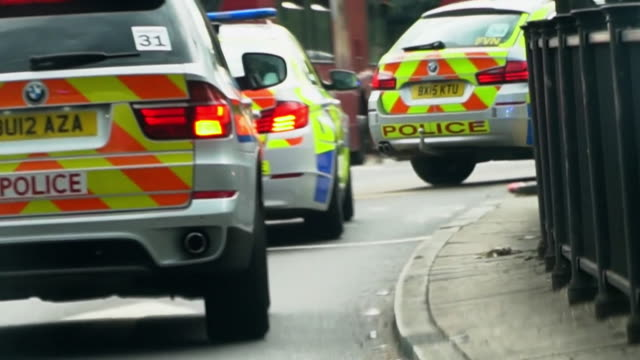 views inside a police car as it chases a suspect in london - chasing stock videos & royalty-free footage
