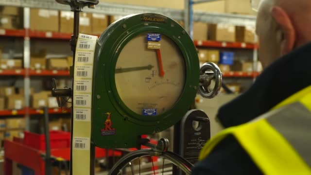 views inside the raleigh bike factory in nottinham - bicycle stock videos & royalty-free footage