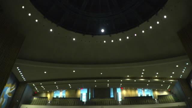 vídeos y material grabado en eventos de stock de views inside the united nations general assembly hall - united nations