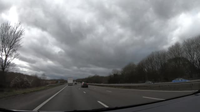 vídeos de stock e filmes b-roll de views of a coach driving from london to southampton - hampshire
