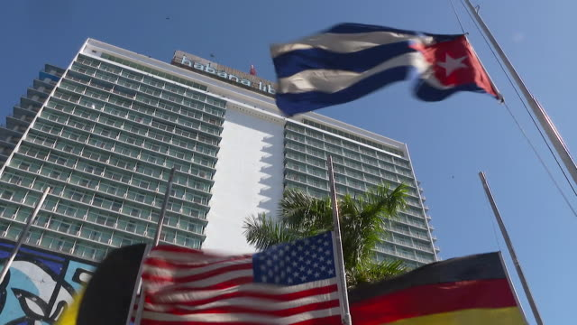 vidéos et rushes de views of a hotel which was formerly fidel castro's temporary headquarters after first seizing power in the cuban revolution - révolution cubaine