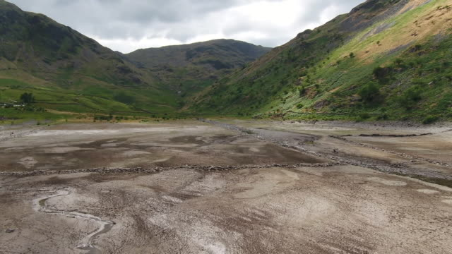 views of a nearly dry reservoir caused by the uk heatwave - dry stock videos & royalty-free footage