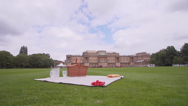 views of a picnic basket and blanket in the buckingham palace garden - central london stock videos & royalty-free footage