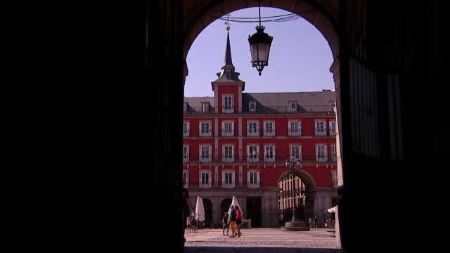 """views of a quiet plaza mayor in madrid during the coronavirus crisis - """"bbc news"""" video stock e b–roll"""