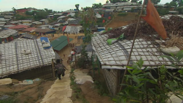views of a rohingya refugee camp in cox's bazar bangladesh - cox basar stock-videos und b-roll-filmmaterial