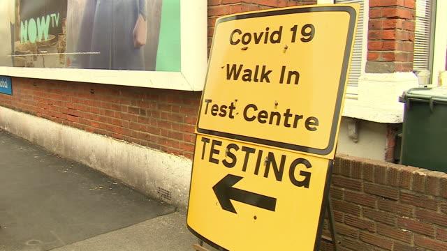views of a walk-in coronavirus testing centre in east ham - stato di emergenza video stock e b–roll