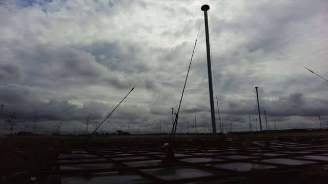 views of aerials used for the chilbolton observatory in hampshire - wide shot stock videos & royalty-free footage