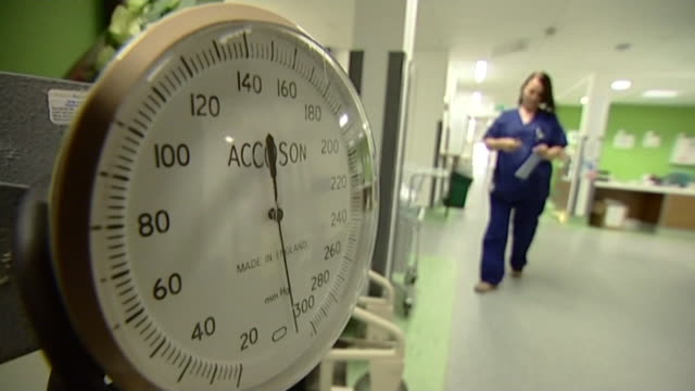 views of an nhs hospital ward - servizio sanitario nazionale britannico video stock e b–roll