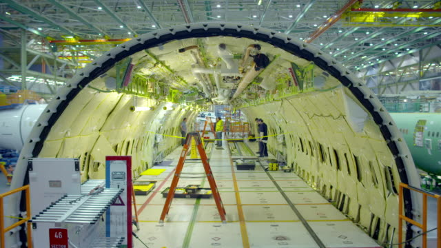 views of boeing aircraft being produced - 飛行機格納庫点の映像素材/bロール