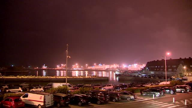 "vidéos et rushes de views of calais port at night - ""bbc news"""