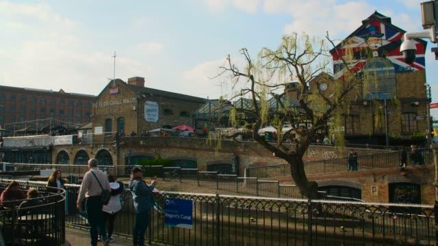 views of camden market, camden lock and railway bridge - trauerweide stock-videos und b-roll-filmmaterial